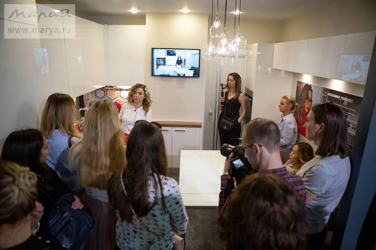 «Мебельная фея» собрала учениц в студии «Мария»