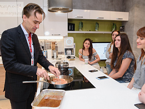 Шеф-повар Neff провел «вкусное» обучение для дизайнеров «Марии»